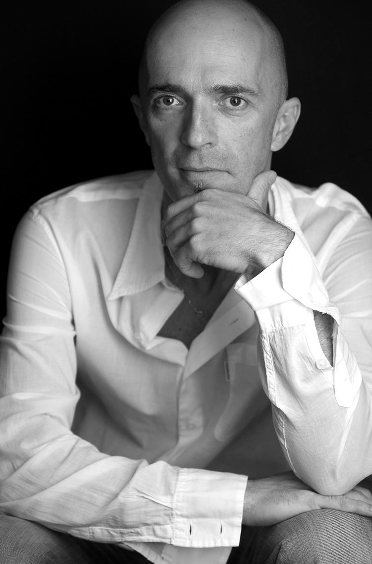 Portraitfotografie schwarz-weß in Wien. Professionelles Foto eines Mannes